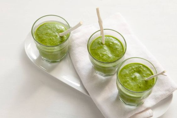 Kijk wat een lekker recept ik heb gevonden op Allerhande! Groene smoothie met avocado en chiazaad