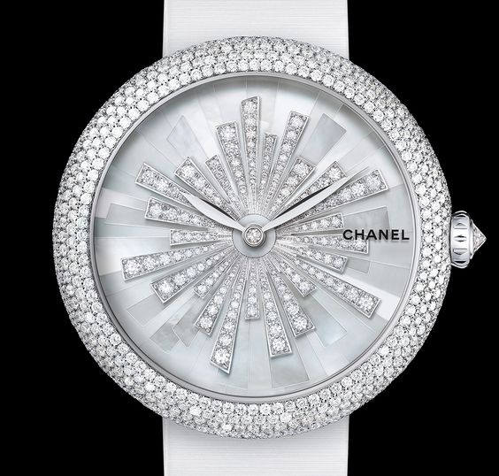Discover the expertise of CHANEL Horlogerie through its Exceptional Pieces. Exceptional Movements, Jewelry Watches, and Artistic Crafts Watches.