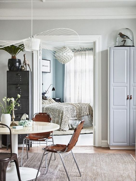 A Swedish pad belonging to the owner of Miloii in Malmö - with a mix of boho vintage and modern. Credits: Andrea Papini / Emma Persson Lagerberg.