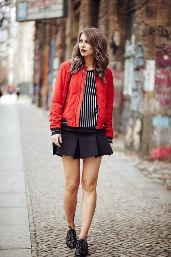 Além de ser muito vista pelas ruas, a jaqueta bomber ganhou um novo impulso nas passarelas da SPFW verão 2017, confirmando sua permanência no mundo fashion.