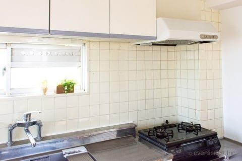 キッチンの壁掃除 ベタベタ汚れをスッキリ落とす方法は キッチン