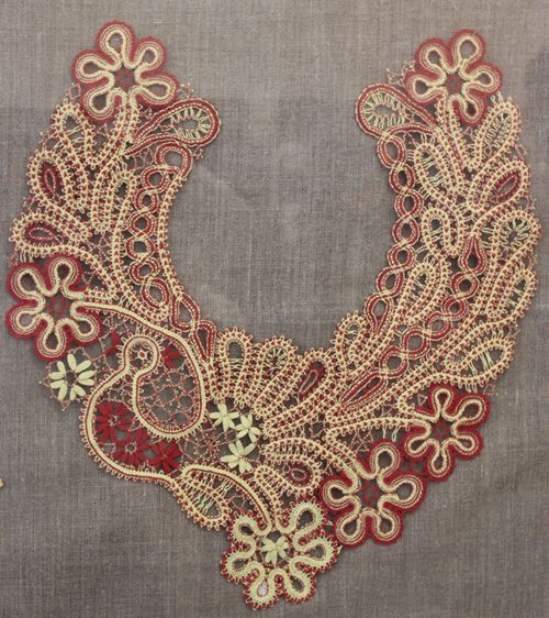 Russian bobbin lace. A neck decoration. A floral pattern with a stylized bird.  #beautiful #design #lace #Russian