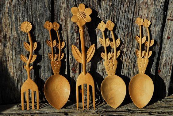 Estas cucharas de madera de boj están talladas a mano por Felipe, habitante de Sinués. ¡Son preciosas! ¡Un verdadero artísta!. Localización: Pirineos, Huesca, Aragón, España. Spain.