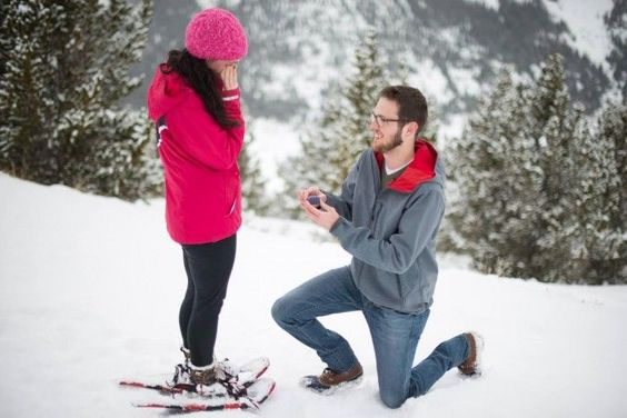 He asked her to marry her in the snow, and then they went to choose the engagement ring together. How sweet!