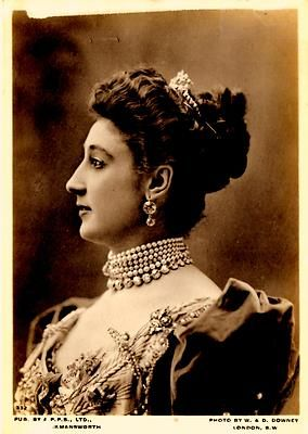 EDWARDIAN ACTRESS COURTESAN BELLE OTERO (age of postcard unknown) Spanish born dancer who amassed a fortune in jewels given to her as gifts by her lovers.
