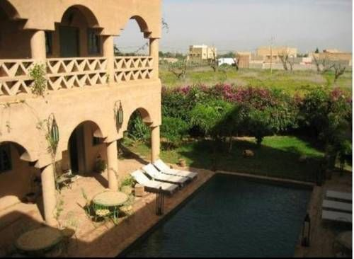 Riad Ain Khadra Taroudant Located a 10-minute drive from the centre of Taroudant, Riad Ain Khadra offers a terrace with sun beds, an outdoor swimming pool and a spa, where you can enjoy the hammam, massages and body treatments.