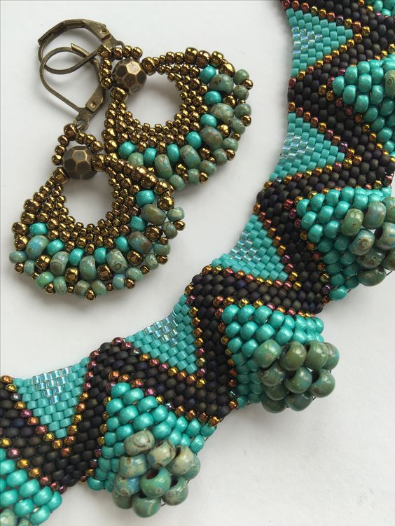 Flat peyote necklace and earrings.