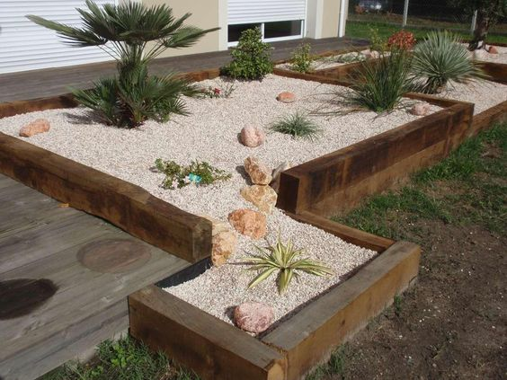Jardini re en traverses jardin pinterest for Bordure de jardin en bambou pas cher