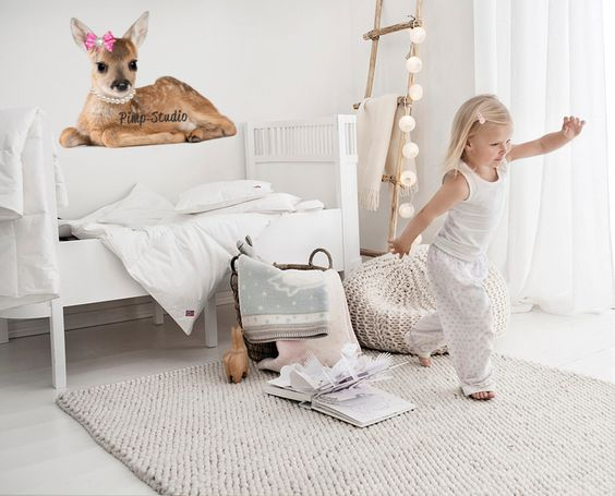 """Wat een lief kamertje…….het kan zo uit een tijdschrift komen. Eenvoudig maar toch mooi. Het lieve hertje is de """"eyecather"""". Verder mooi"""