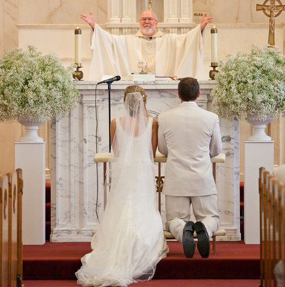 Wedding Altar Columns: Baby's Breath Church Wedding Ceremony Decoration Ideas