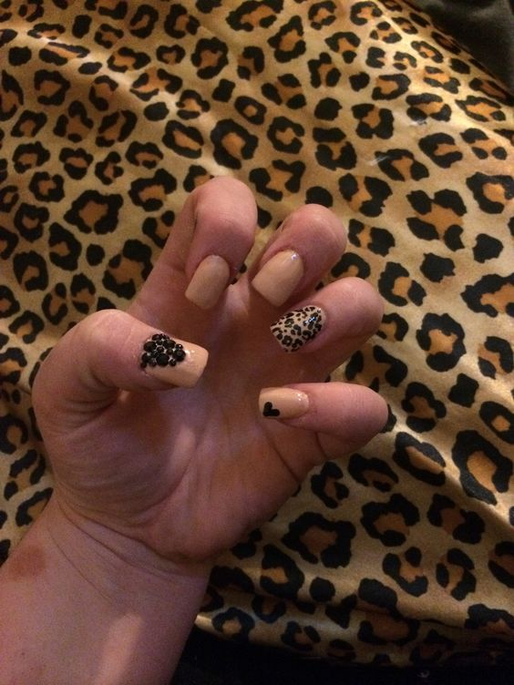 Leopard nude nails