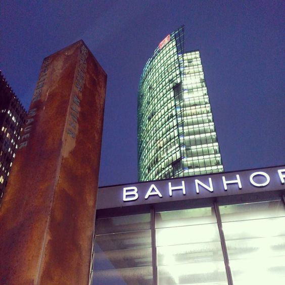 Berlin new era. #Berlin #Germany #Deutschland #Bahnhof #BerlinerMauer #MuroDeBerlin #BerlinWall #DB #PostdamerPlatz #SonyCenter #DBHeadquarters by jorgebaucells