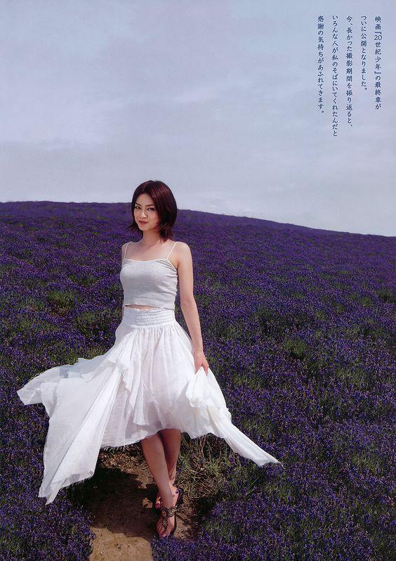 平愛梨ラベンダー畑でファッショングラビア