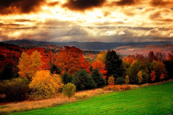 Vermont is the quintessential state for autumn color during September and early October. Description from puretravel.com. I searched for this on bing.com/images