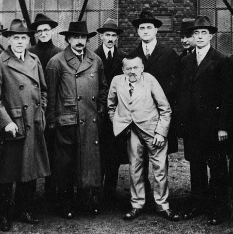 charles steinmetz Charles steinmetz and thomas edison each enjoy a cigar as they take a short respite from a tour of the ge plant in 1922.