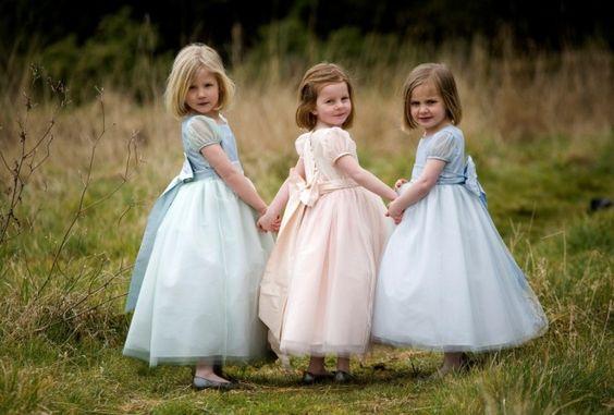 Mini koszorúslányruhák és kisfiú öltönyök -