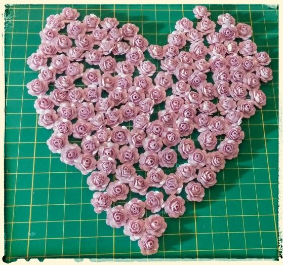 Rosas de papel de 1 cm apenas,  feita por facebook.com/flaviaarteira
