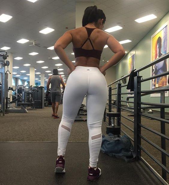 Training legs but I love my back with new fav leggings from @aloyoga