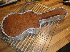 Poups' Cooking: Gâteau au chocolat en forme de guitare (fabriqué maison avec du carton et du papier d'alu)