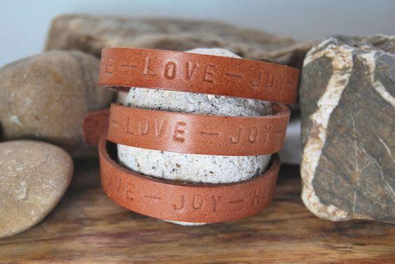 ...NEU... von DaiSign:  Lederarmband / Wickelarmband     Hope - Love - Joy von DaiSign auf DaWanda.com