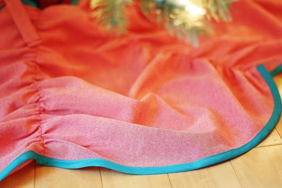 "Easy Ruched Christmas Tree Skirt Tutorial - Make in Pink and light silver, because nothing says ""Christmas"" like The Big Chill :)"