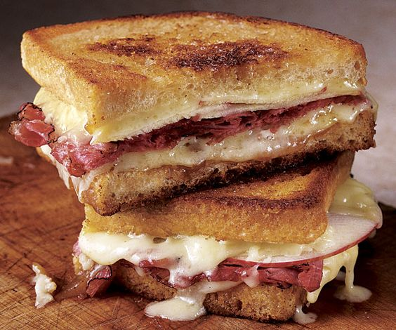 Turkey Apple Cheddar Sandwich Recipe: Cheddar, Apple, And Pastrami Grilled Cheese