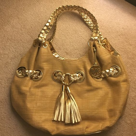 ✖️SOLD on diff site✖️ Authentic MK bag Price just reduced!❤️ This is a gorgeous purse in practically new condition. Comes with dust bag Michael Kors Bags