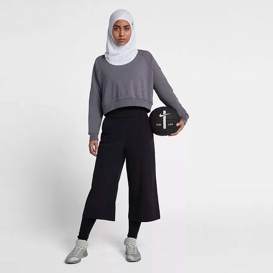 Hijab Nike Pro pour Femme. Nike BE