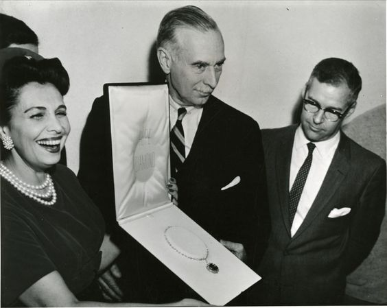 Mrs. Edna Winston presenting the Hope Diamond to Smithsonian Secretary Leonard Carmichael, November 10, 1958.: