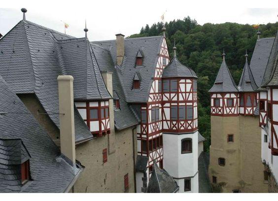 Burg Eltz Altdeutsche Deckung - Denkmalpflege mit Schiefer von Rathscheck Schiefer