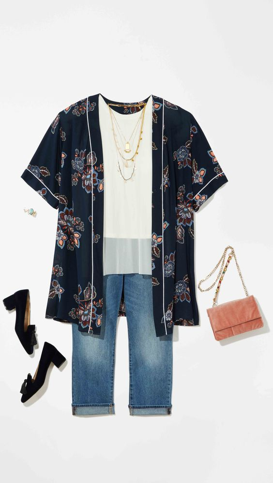 Plus Size Fashion: A navy floral kimono paired with a simple white top and light blue jeans is the perfect outfit for an early Easter breakfast!