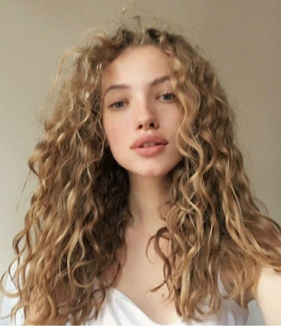 Blonde Color Curly Wigs For White Women Curly Hair Styles Curly Hair Styles Naturally Long Curly Hair