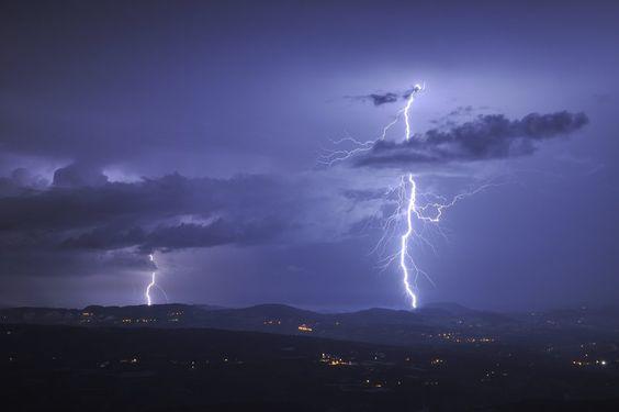 Deux coups de foudre sur le Jura lors d'une ligne orageuse vigou