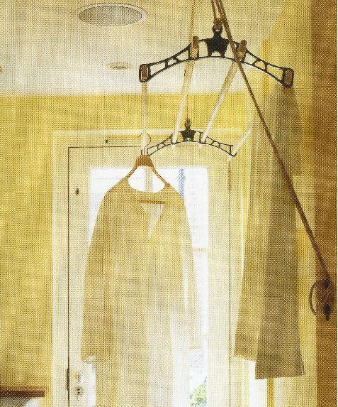 Ouderwetse methode van was ophangen in kleine ruimte