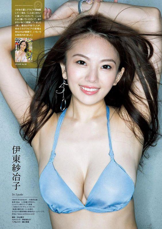 セクシーなポーズの伊東紗治子です。