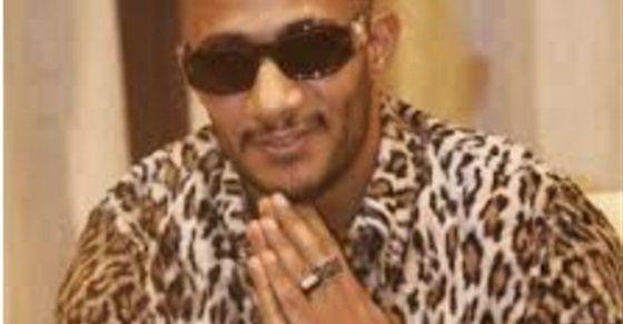 على أنغام بم بم شاهد محمد رمضان يرقص مع جمهوره على الشاطئ Round Sunglass Men Mens Sunglasses Round Sunglasses