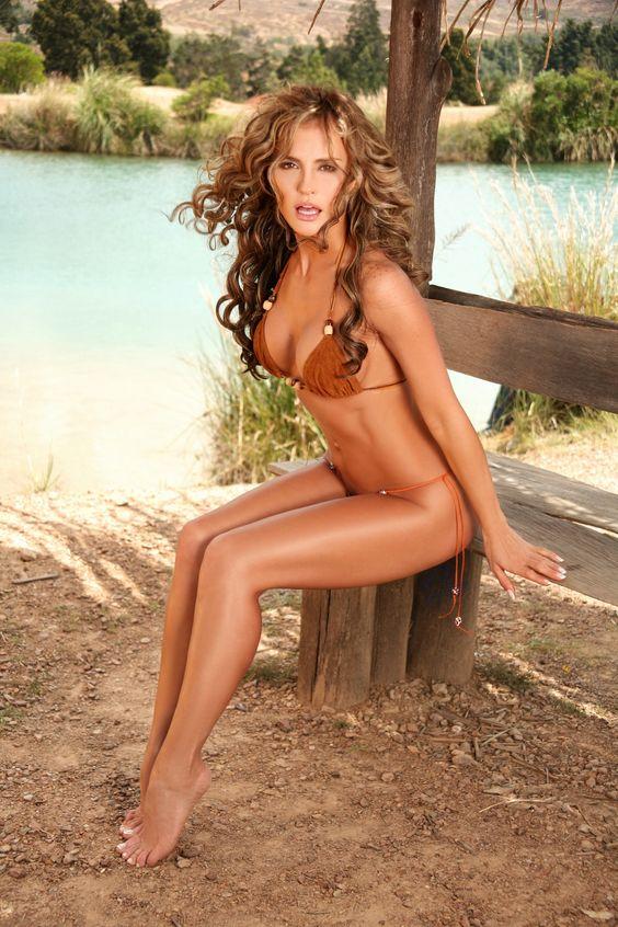 Aura Cristina Geithner, actriz, modelo, bikini, Colombia, México. Sexy legs! Calendars of hot babes sexy-calendars.com
