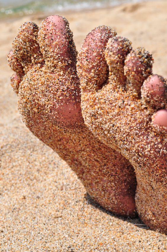 ⭐  the beach . sandy feet