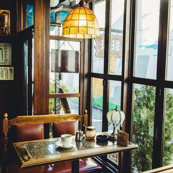 ステンドグラス ランプ インテリア レトロ カフェ イメージ コーディネート