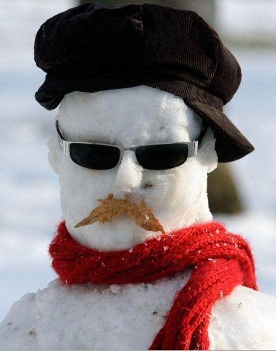 Looks like Norm Groot!  (Lustiger Schneemann, wahrscheinlich kommt er aus Frankreich? >> tough snowman)