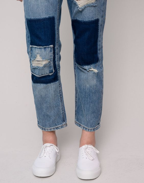 RIPPED AND PATCHED GIRLFRIEND FIT JEANS - JEANS - WOMAN - PULL&BEAR Turkey:
