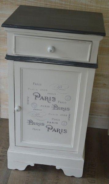 AMATXI Déco Créations - Petit meuble réalisé avec Old white (Chalk paint TM peinture décorative par Annie SLOAN) et inscriptions sur le thème de PARIS.