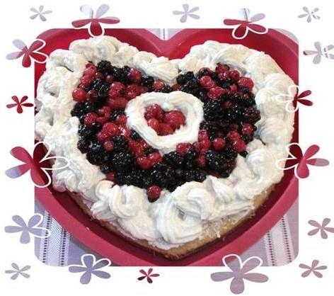 """Il Cuore di San Valentino di Laura Culatti dal blog """"Dieta a Zona Verde"""", gusto e leggerezza per una festa coi fiocchi! #torta #light #cuore #sanvalentino #cake #food #panna #fruttidibosco #dolcificante #stevia #truvìa #eridania"""