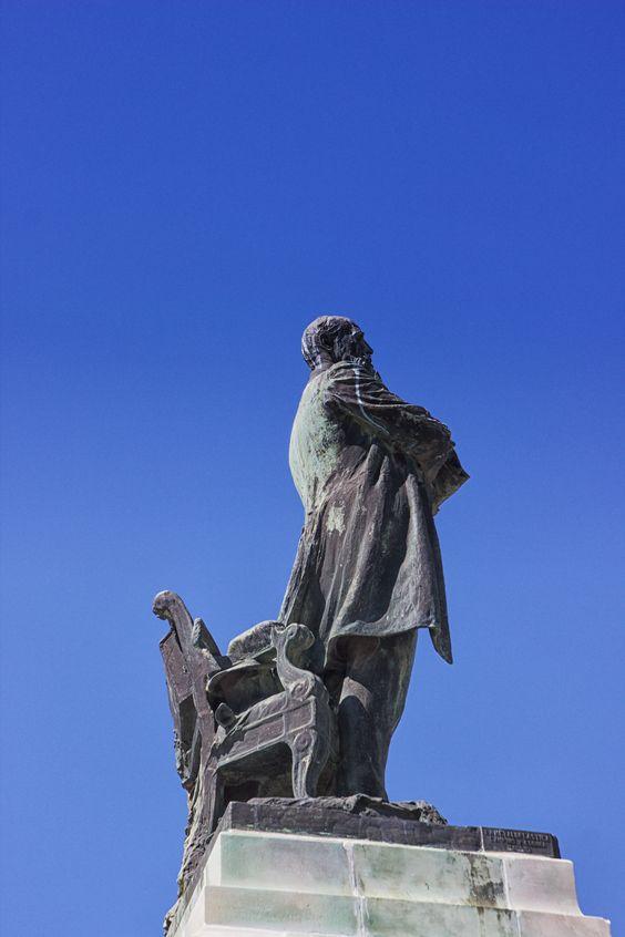 A statue in Cádiz.