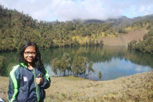 16 Pemandangan Ranu Kumbolo Ranu Kumbolo Is Located On Slope Of The Highest Peak Of Java Gunung Semeru Or Mahameru Semeru Is The Di 2020 Pemandangan Trekking Danau