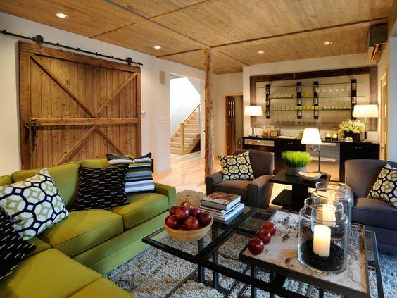 Defend the Trend: Should Barn Doors Buy the Farm? (http://blog.hgtv.com/design/2013/10/04/indoor-barn-doors-trend/?soc=pinterest)