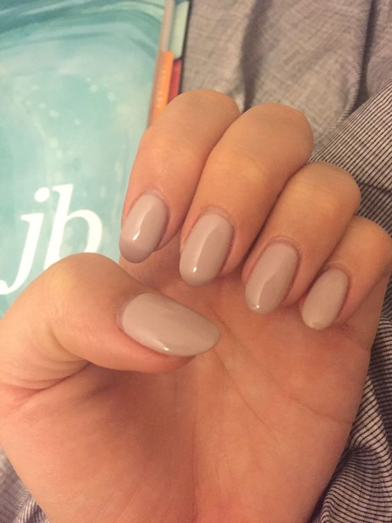 Oval shaped nails for big hands and small fingers