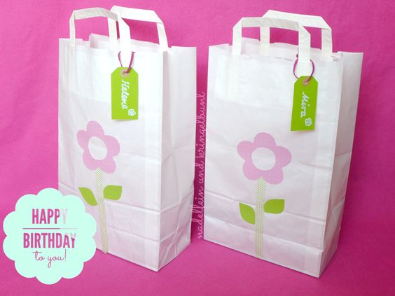 DIY Geschenkverpackung Geschenke Papiertüte Geburtstag Masking Tape Fotokarton   http://nadelfein.blogspot.de