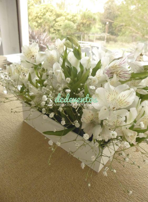 Mesa principal novios ambientaci n con caminos velas - Centros de mesa con flores ...