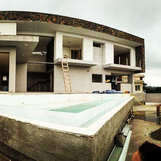 Casa Pedra-ferro #p23arq #arquitetura #design #residencial #bordainfinita #piscina #construção #modernismo #casa #obra